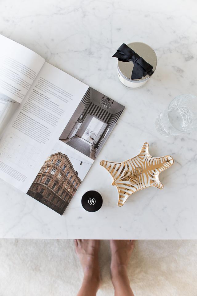 Villa H, Jonathan Adler seepra kulho, marmori pöytä