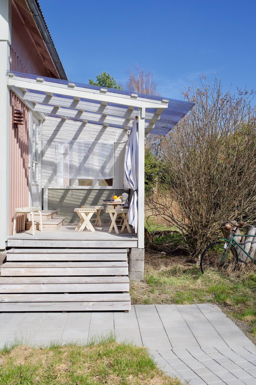Vanhan talon terassi kierrätysmateriaaleista. Kuisti vanhaan taloon. DIY lasikuistin / kuistin rakentaminen.