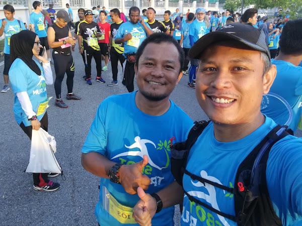 Dengan sepupu, Abang Husin