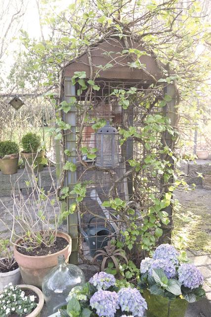 My loving home and garden: Fra brændeskur til potteskur