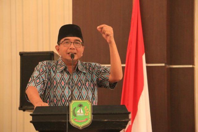 Chairul Anwar Serahkan APD untuk Tenaga Kesehatan di Kota Dumai