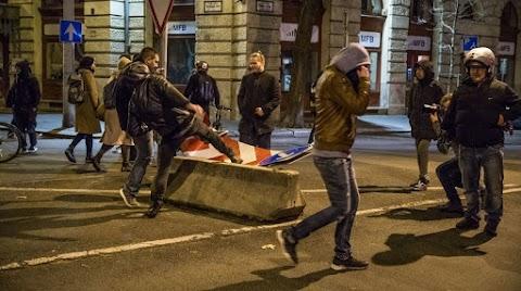 Összesen 22 tüntetőt vettek őrizetbe két nap alatt, 11-en büntetett előéletűek