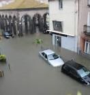 Une inondation est une submersion temporaire, naturelle ou artificielle, d'un espace avec de l'eau liquide