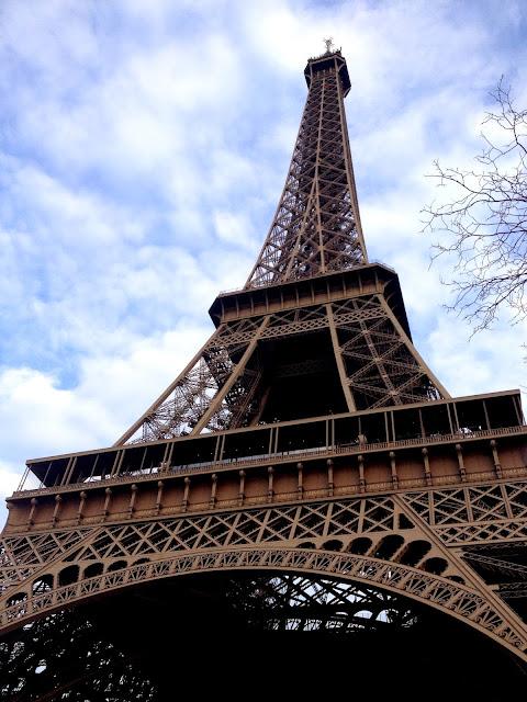 Bajo la Torre Eiffel Paris