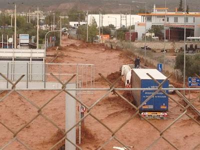 Βιβλική καταστροφή σε Μάνδρα, Ν. Πέραμο, Μέγαρα από την καταρρακτώδη βροχή
