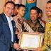 Bupati Bintan Terima Penghargaan Aditya Karya Mahatva Yodha Award 2017