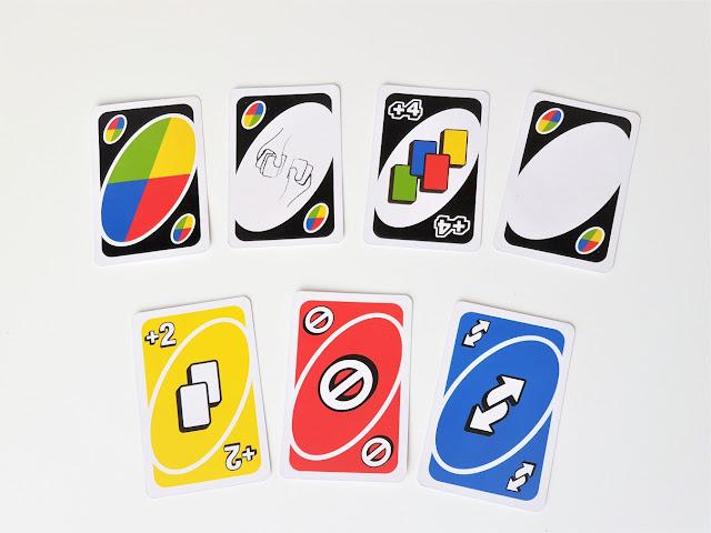 na zdjęciu karty specjalne, w górnym rzędzie zmiana koloru, wymiana kart, plus cztery, czysta karta, w dolnym plus dwa, stop i zmiana kierunku
