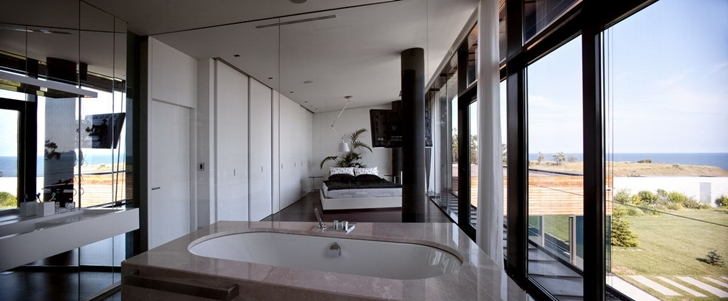 Bathroom in the bedroom of Contemporary house in Ukraine by Drozdov & Partners