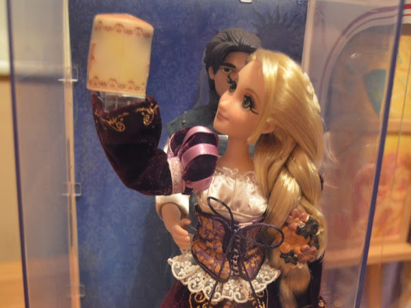 Disney Limited Edition Designer Fairytale Rapunzel and Flynn