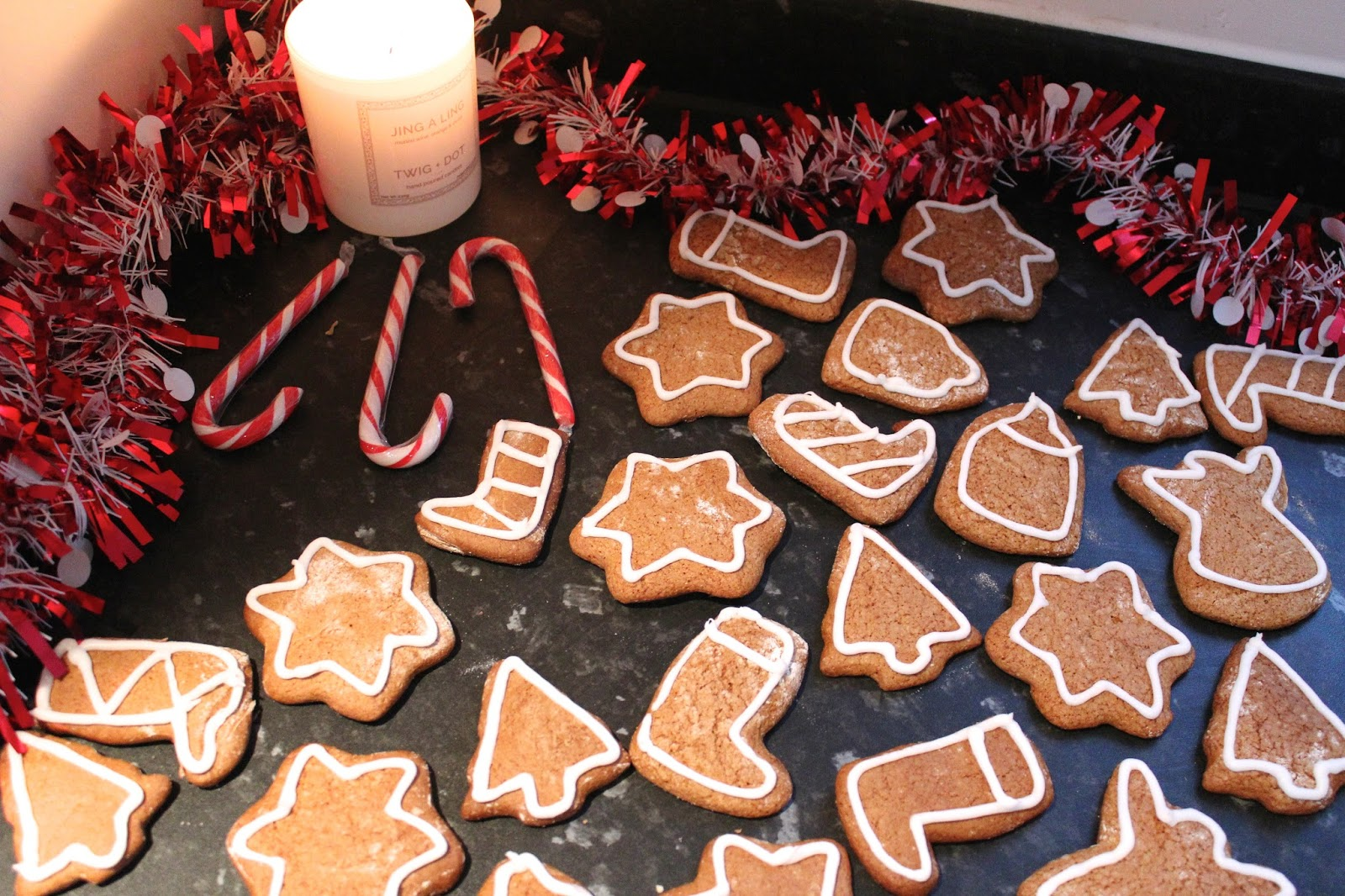 blog blogger bbloggers christmas baking festive gingerbread recipe vlog youtuber youtuber youtubers kirstie pickering video