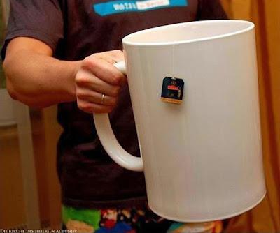 Lustige riesige Tasse Tee
