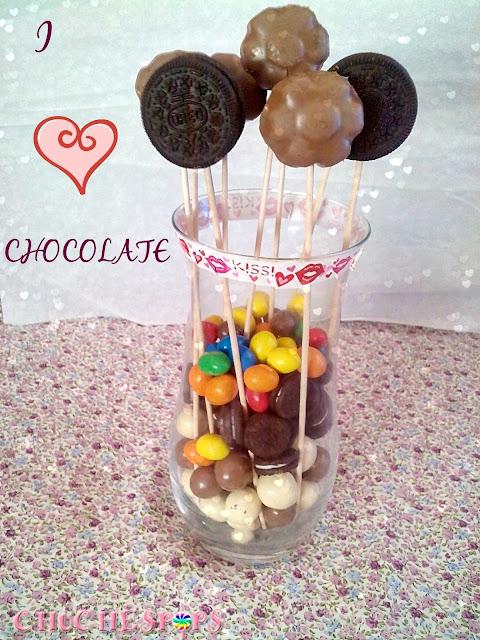 Jarron de cristal con chocolate variado