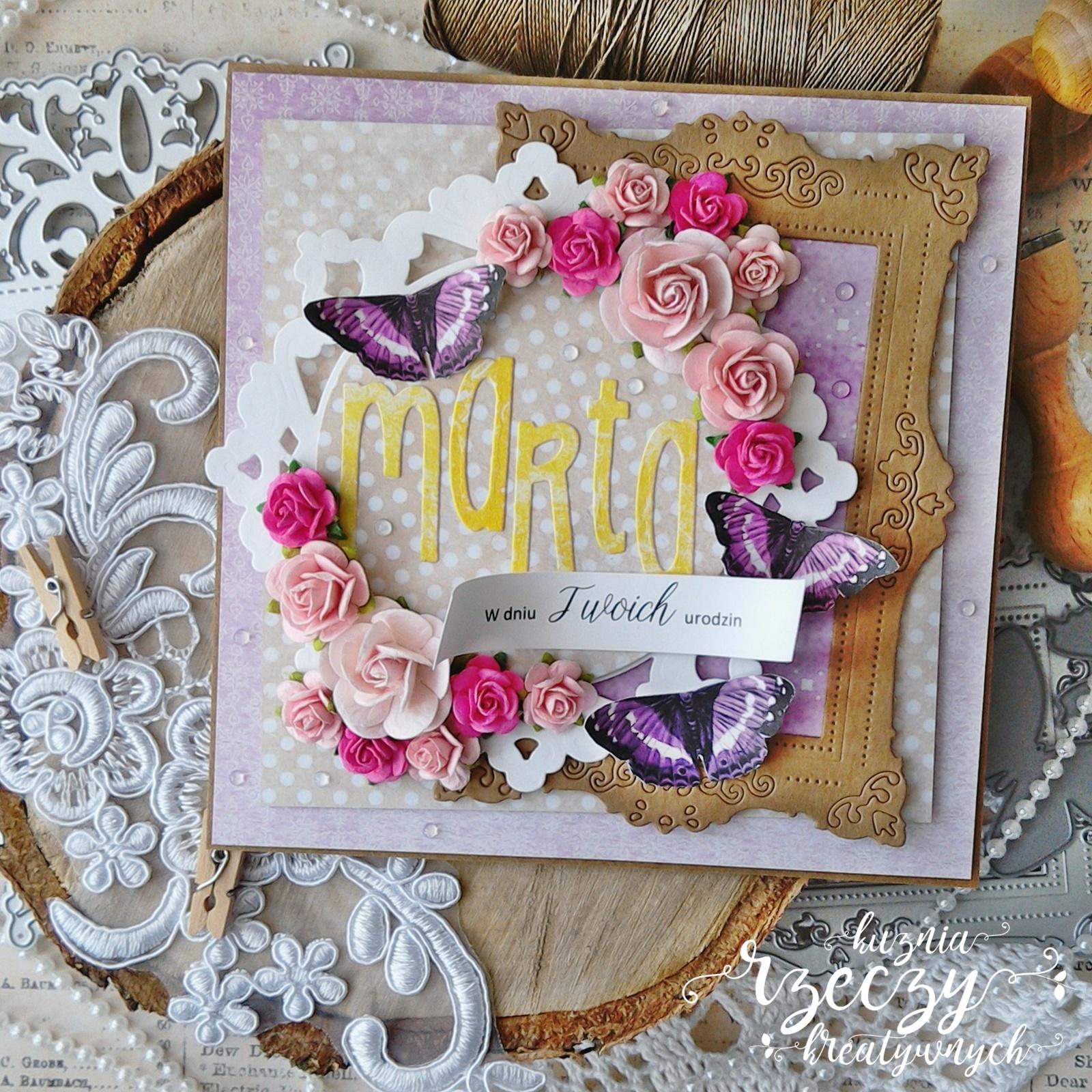 Piękna, warstwowa i ukwiecona kartka urodzinowa.