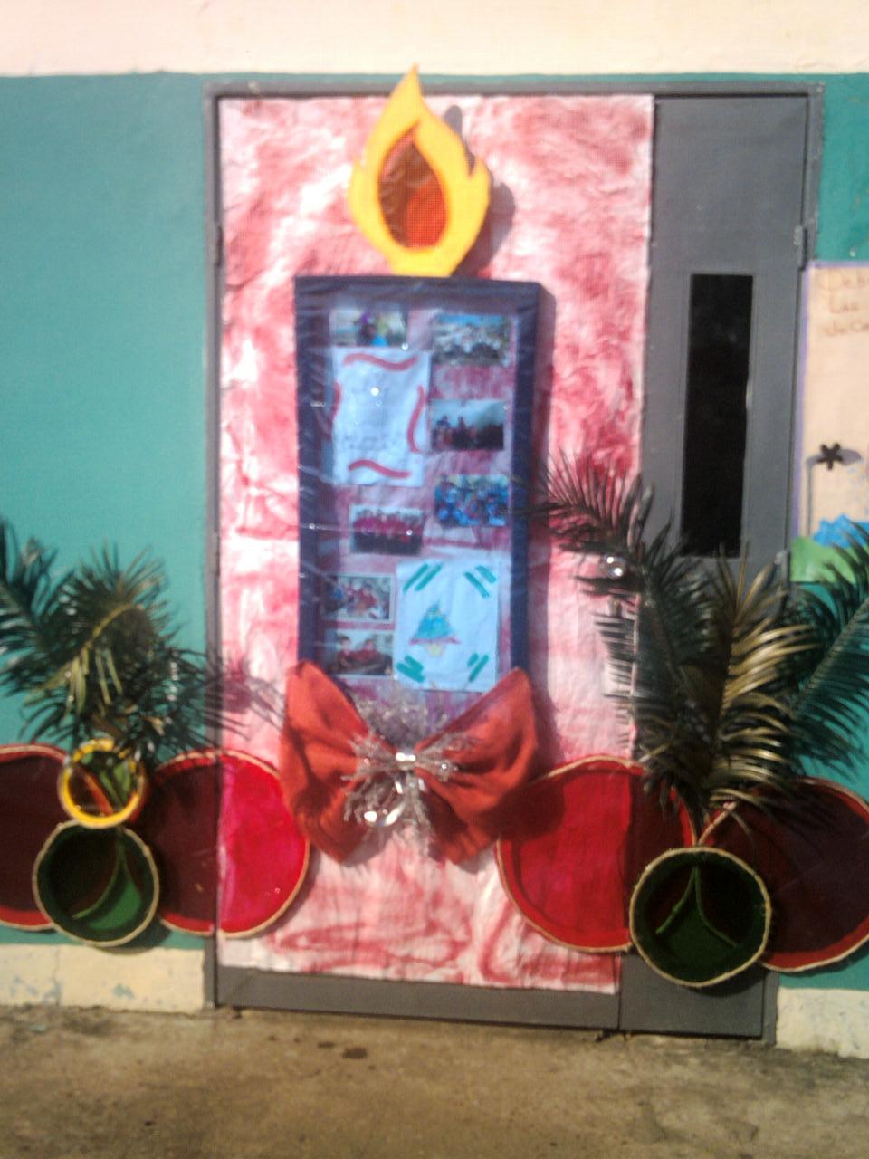 Cajitas de sue os puerta navide a para el aula for Puertas decoradas navidad material reciclable