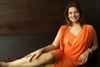 Actress Saloni Aswani Pos in Short Dress at Meelo Evaru Koteeswarudu Movie Interview  0308.JPG