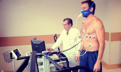 Homem fazendo teste de condicionamento físico