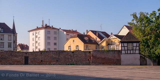 Enceinte médiévale de Colmar percée de nombreuses meurtrières…