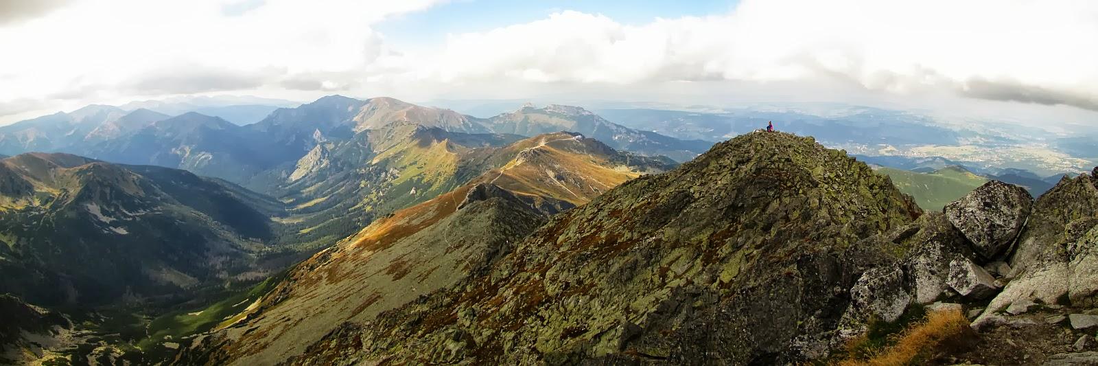 Panorama na zachód ze Świnicy.