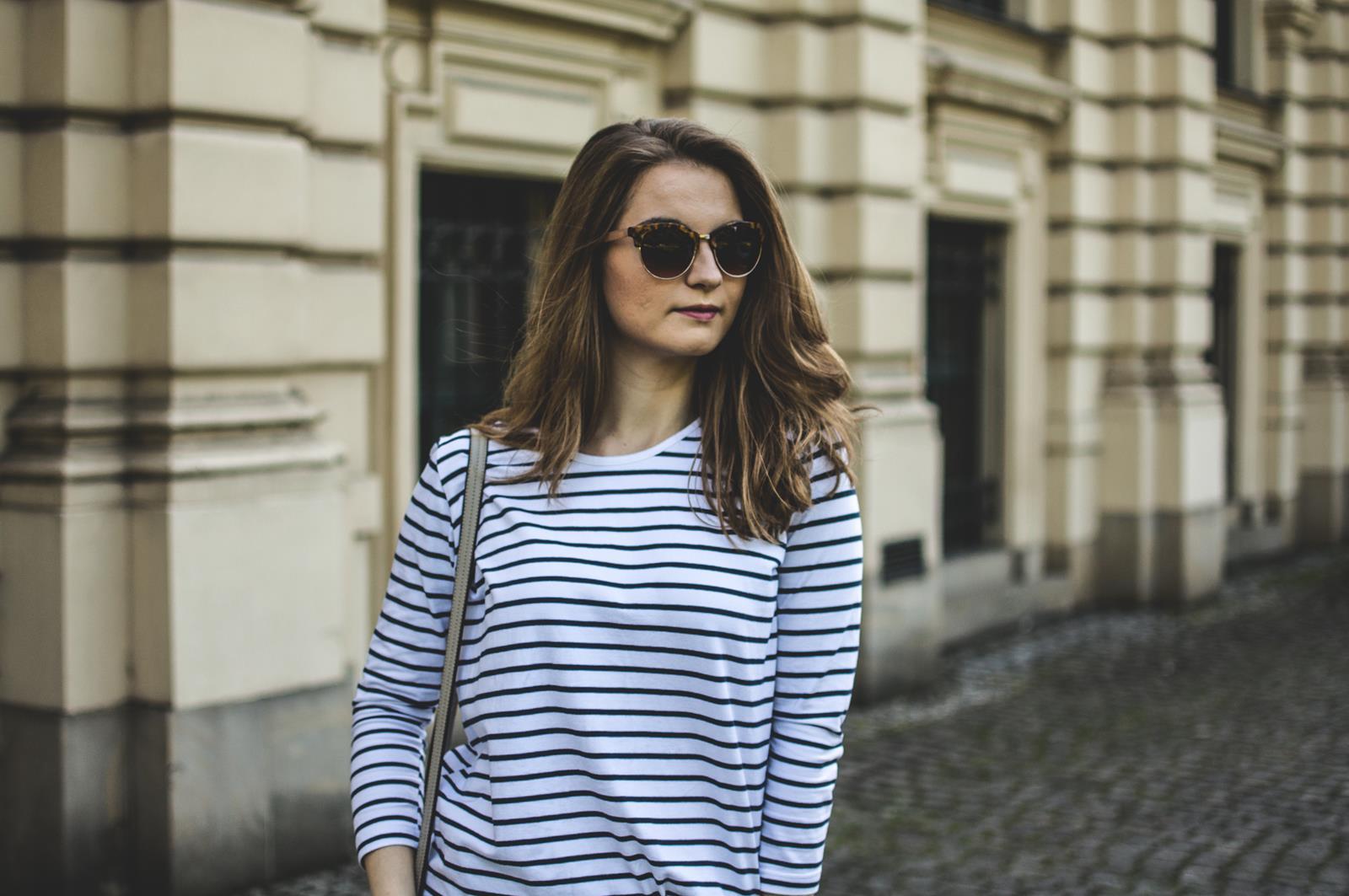 bluzka w paski stylizacja
