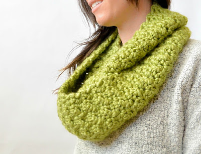 Green Chunky Crochet Infinity Scarf Pattern