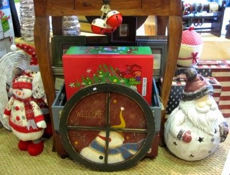 Adornos navideños, papa noel y muñeco nieve