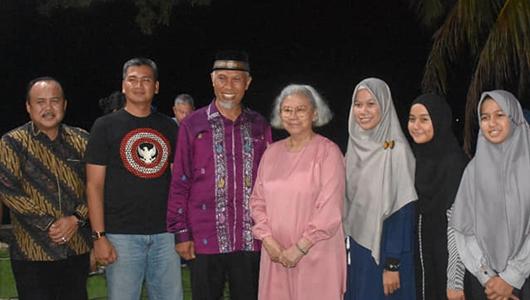 Wako dan Pimpinan DPRD Kota Padang Jamu Ibu Tuti Try Sutrisno