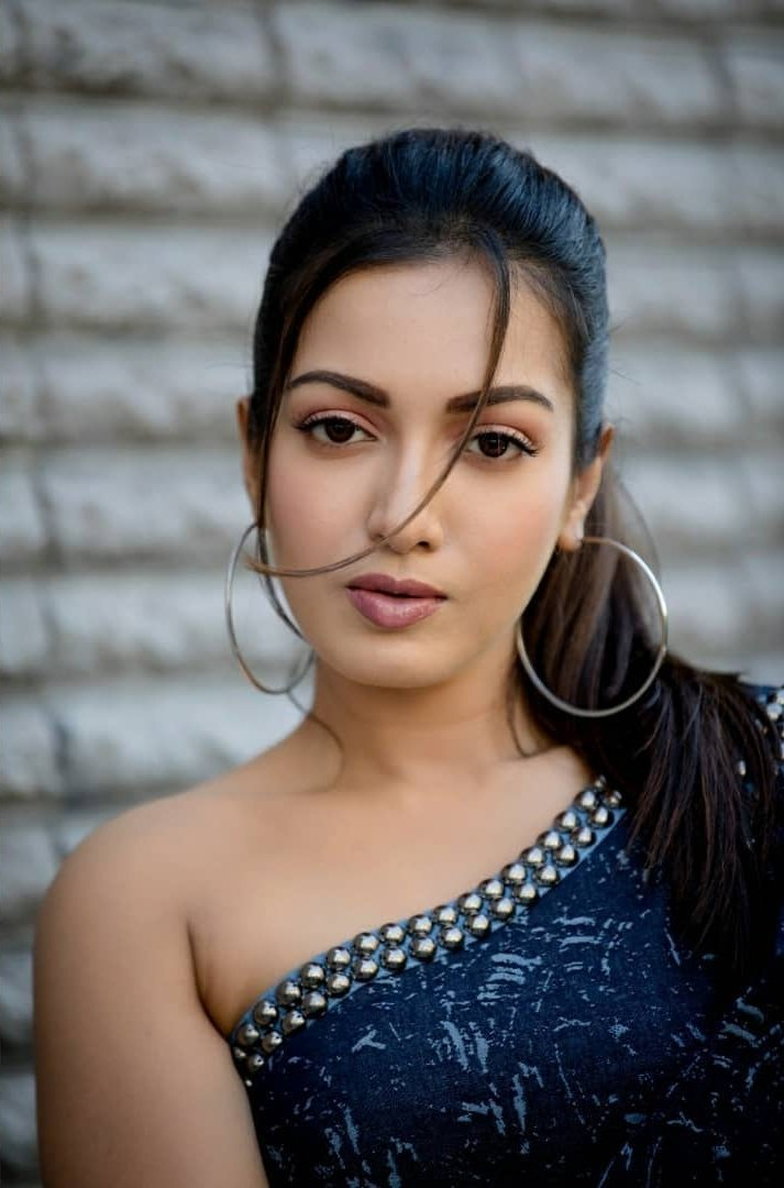 Bollywood Actress CatherineTresa HotPhotos MakeUp BeautyTips Fashion WallPapers Biography Wikipedia MoviesList VideoSongs Photoshoots