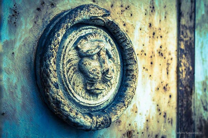 Antik semboller, Ouroboros,Viking sembolleri,Yıkımdan sonra yaşam,Evrenin kendini tüketip tekrar yaratması,Ouroboros neyi sembolize eder?,Ragnar Lorthbrok,A,Kuyruğunu yiyen ejderha