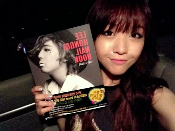 Girls Day Minah Receives Nail Book From Lee Hongki Daily K Pop News