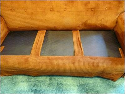 tecido em cima do sofa