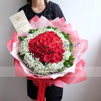 bunga valentine, buket bunga dan cokelat, buket bunga ferrero rocher, buket bunga mawar, bunga mawar valentine, handbouquet mawar, mawar merah valentine, buket rose, toko bunga, florist jakarta, toko bunga jakarta barat