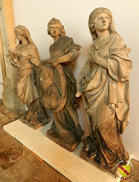 NANCY (54) - Musée lorrain : Génie tenant le portrait de Jean des Porcelets entouré des allégories de la Foi et de l'Espérance
