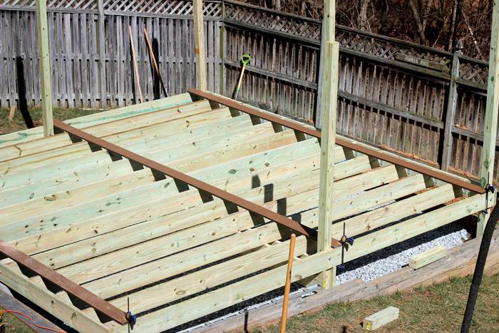 Diy floating deck remodelando la casa for How much to build a floating deck