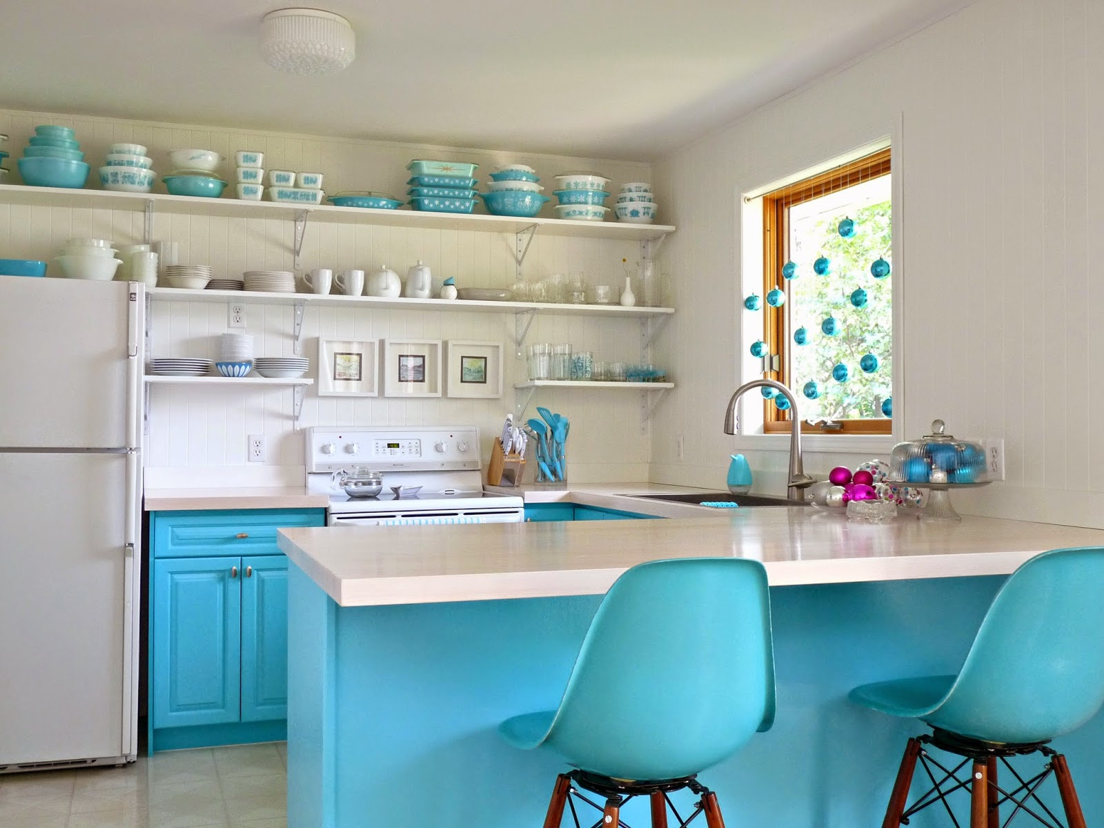 Decorate a kitchen for the holidays