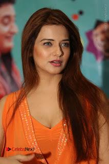 Actress Saloni Aswani Pos in Short Dress at Meelo Evaru Koteeswarudu Movie Interview  0109.JPG