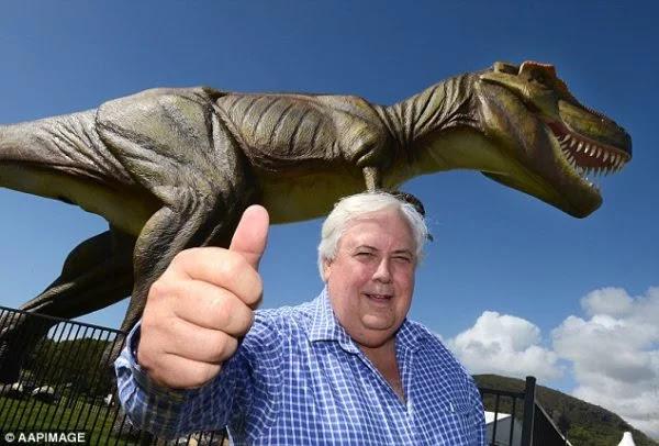 Clive Palmer - Membuat robot dinosaurus dan replika Titanic