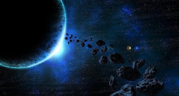 Cientificos advierten que la tierra corre peligro de ser impactada ppr meteoritos.