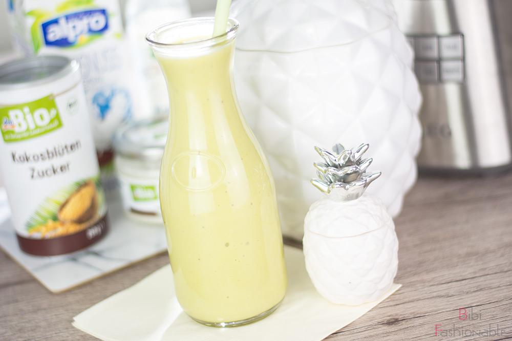 cremiger Ananas-Kokos Smoothie nah