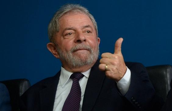 Juiz Sergio Moro determina prisão de Lula para cumprir pena no caso do triplex em Guarujá