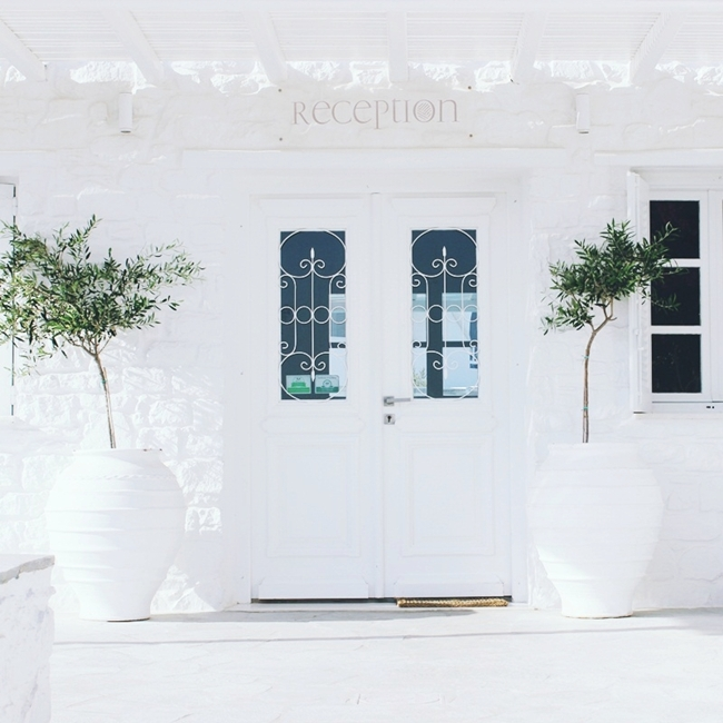 white look of Minois village hotel suites and spa Paros
