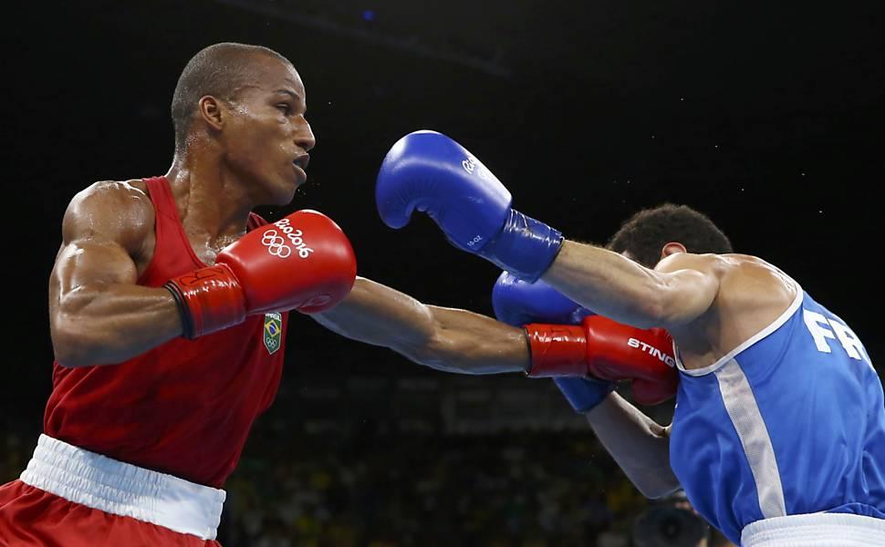 Robson Conceição ganha o primeiro ouro para o boxe do Brasil. Foto: Reuters/Peter Cziborra/Direitos Reservados