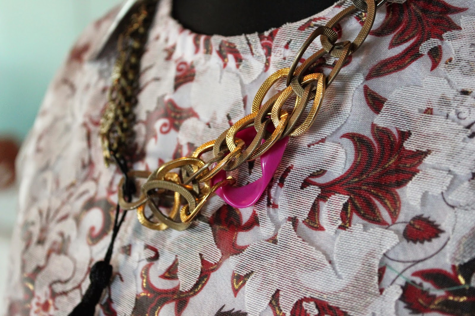 bloggers-love-fashion-week-event-necklace