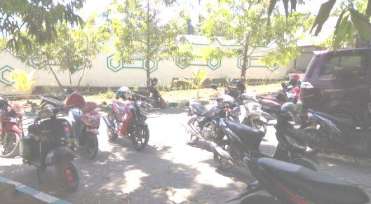 Siang Ini , Lagi-Lagi Helm Pegawai Hilang Di Parkiran, Kantor Bupati