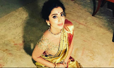 Star-Heroin-Shriya-Saran-in-In-Laws-House-Andhra-Talkies