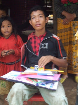 Kog Koum Receives Art Supplies
