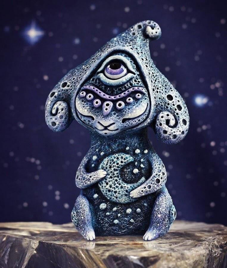 09-Lunar-Dreamer-Maryana-Kopylova-www-designstack-co
