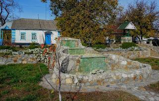 Васильківка. Вул. Першотравнева. Територія Свято-Вознесенської церкви