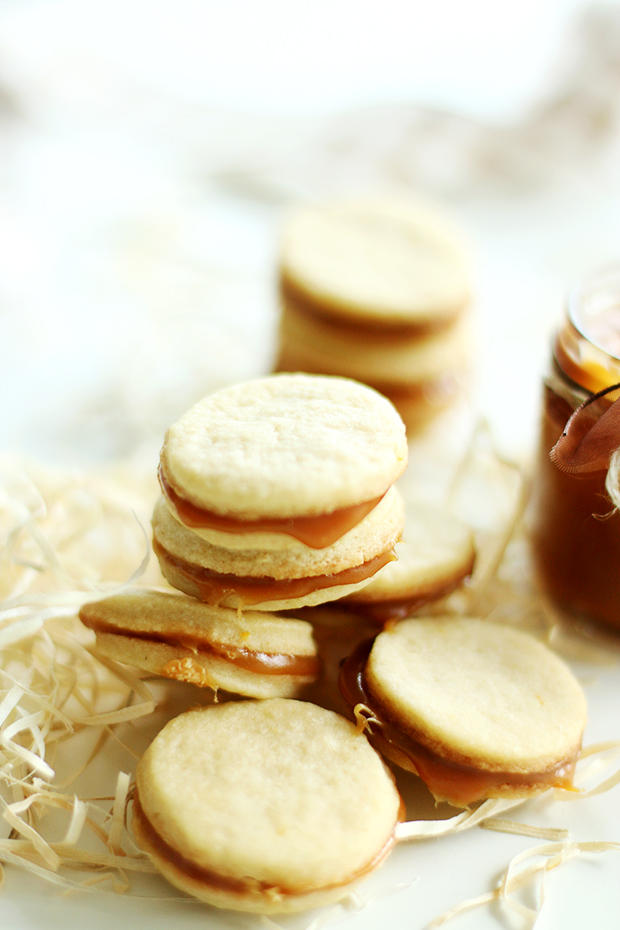Butter cookies with salted caramel