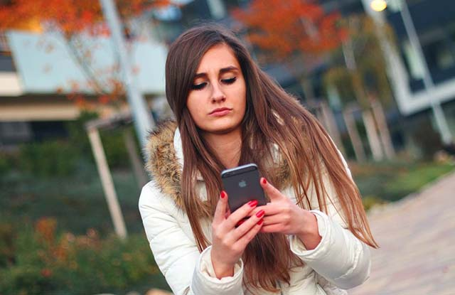 Benarkah Kanker Bisa Juga Disebabkan Oleh Radiasi Ponsel?