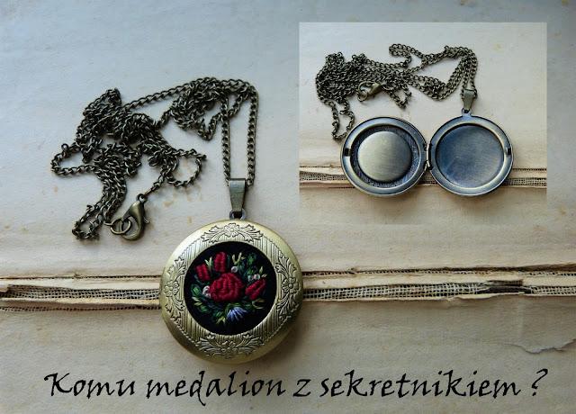 sekretnik vintage, medalion z haftem, haftowana biżuteria, haft rococo, naszyjnik z haftem, haft ręczny,